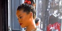 https://do5ctr7j643mo.cloudfront.net/wp-content/uploads/2016/06/07150233/Rihanna-hair-accesories-Getty-images1-e1465298314363.jpeg