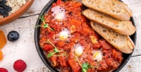 https://do5ctr7j643mo.cloudfront.net/wp-content/uploads/2017/05/21162318/Shakshuka-at-eshak-dubai-restaurant.jpg