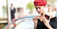 https://do5ctr7j643mo.cloudfront.net/wp-content/uploads/2017/07/11140441/Cara-Delevingne-Red-Accessories-Street-Style1-e1499767542205.jpg