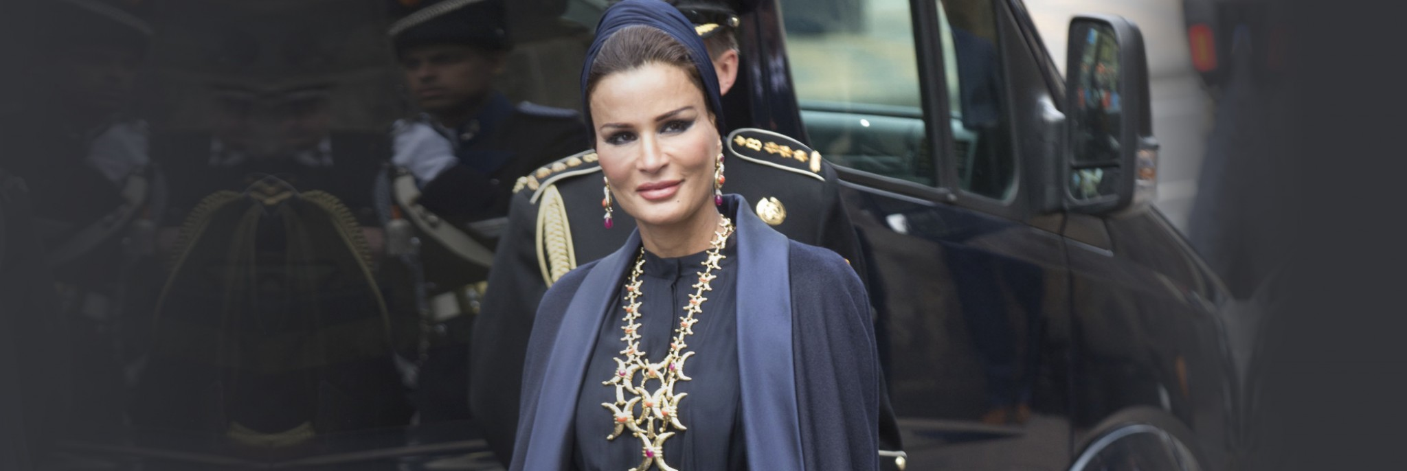 10 of Sheikha Mozah's Most Beautiful Jewelry Moments