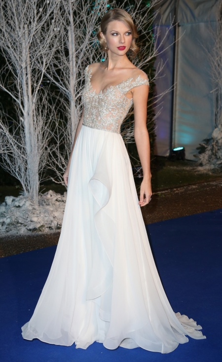 Taylor Swift S Red Carpet Gowns Savoir Flair