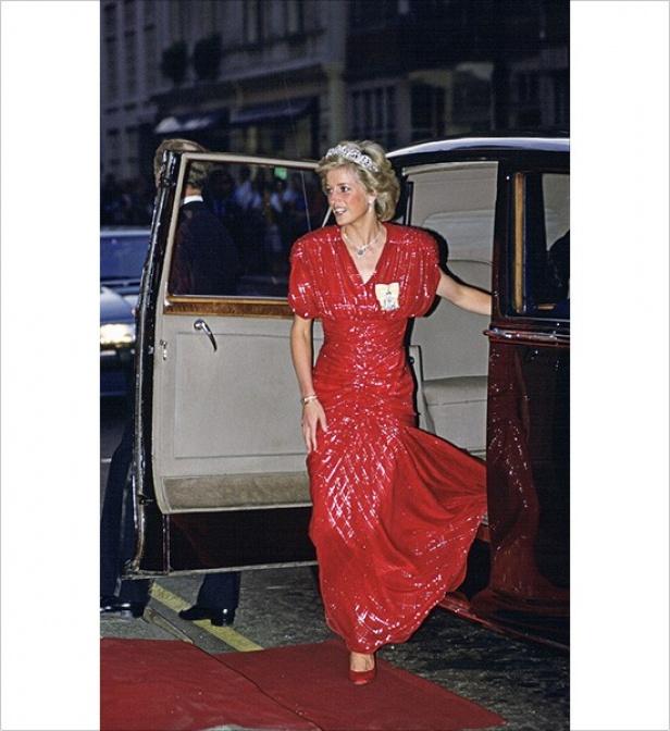 2b4b9e452f5e Princess Diana's Most Iconic Fashion Moments