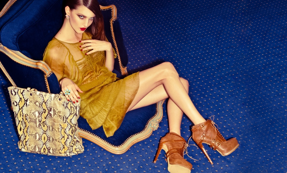 Dress and boots by CHRISTIAN DIOR; bag by BOTTEGA VENETA; ring and earrings by DIOR JOAILLERIE