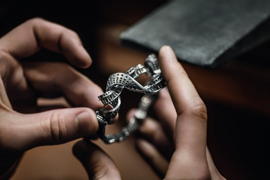 The Making of the Soir Dior Noue Émeraude